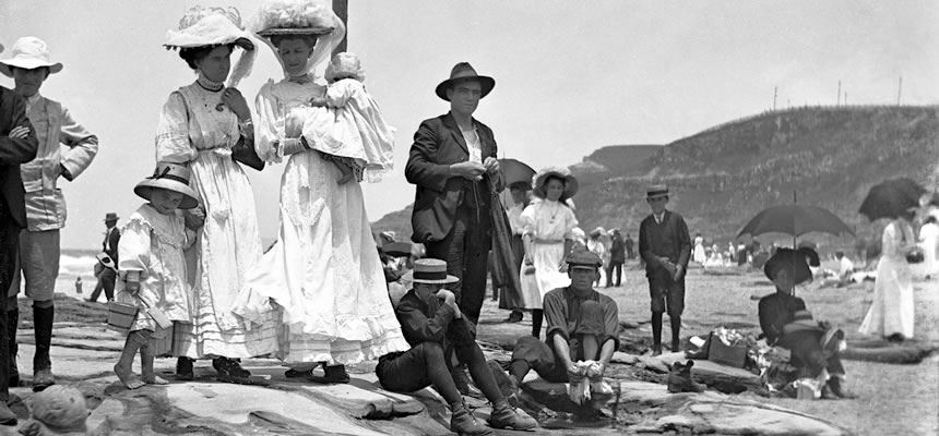 Daylight bathing was illegal in Newcastle until 1907. Photographs from the turn of the century often show children paddling but the adults are fully clothed and use the beach for socialising.
